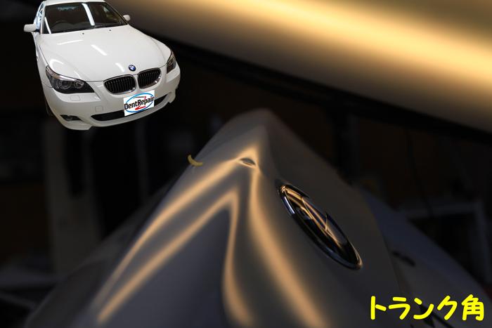 BMW・525iトランクのへこみ、修理前の写真