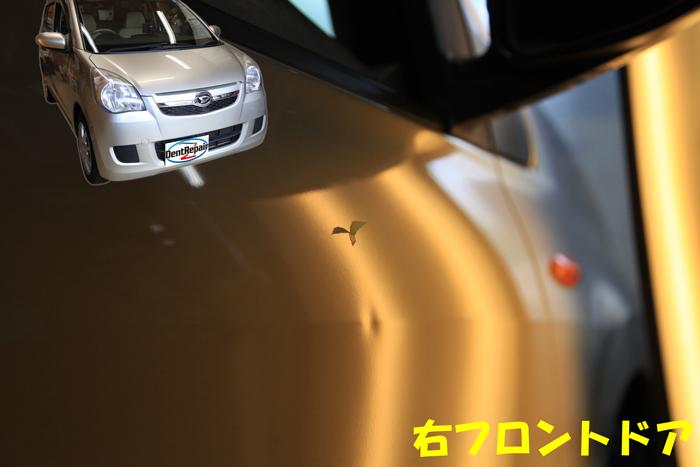 ミラ運転席ドアのへこみ、修理前の写真